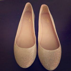 ✨Gold Glitter Tan Ballet Flats✨
